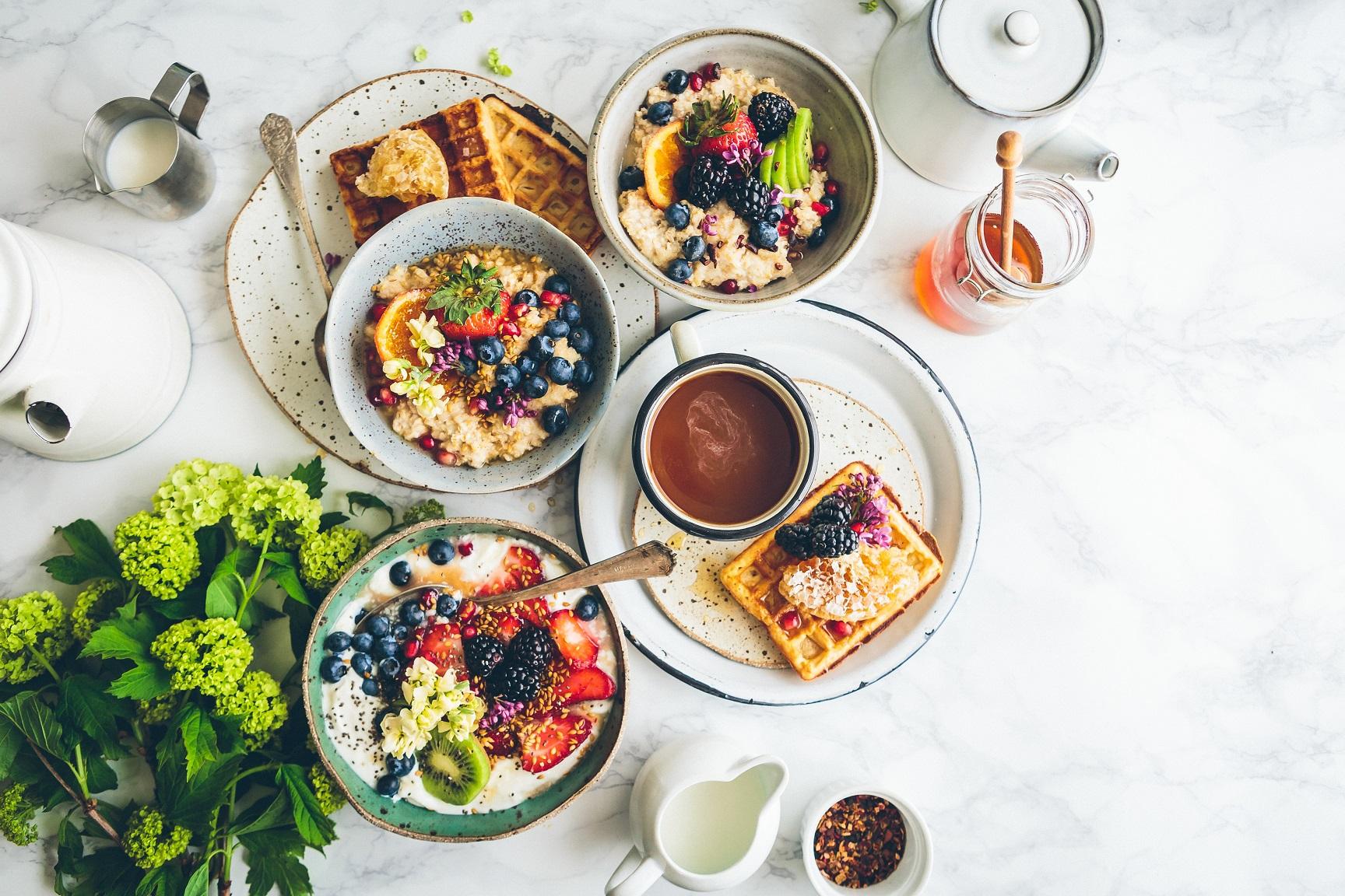 Pomysły na letnie śniadania. 5 sprawdzonych przepisów