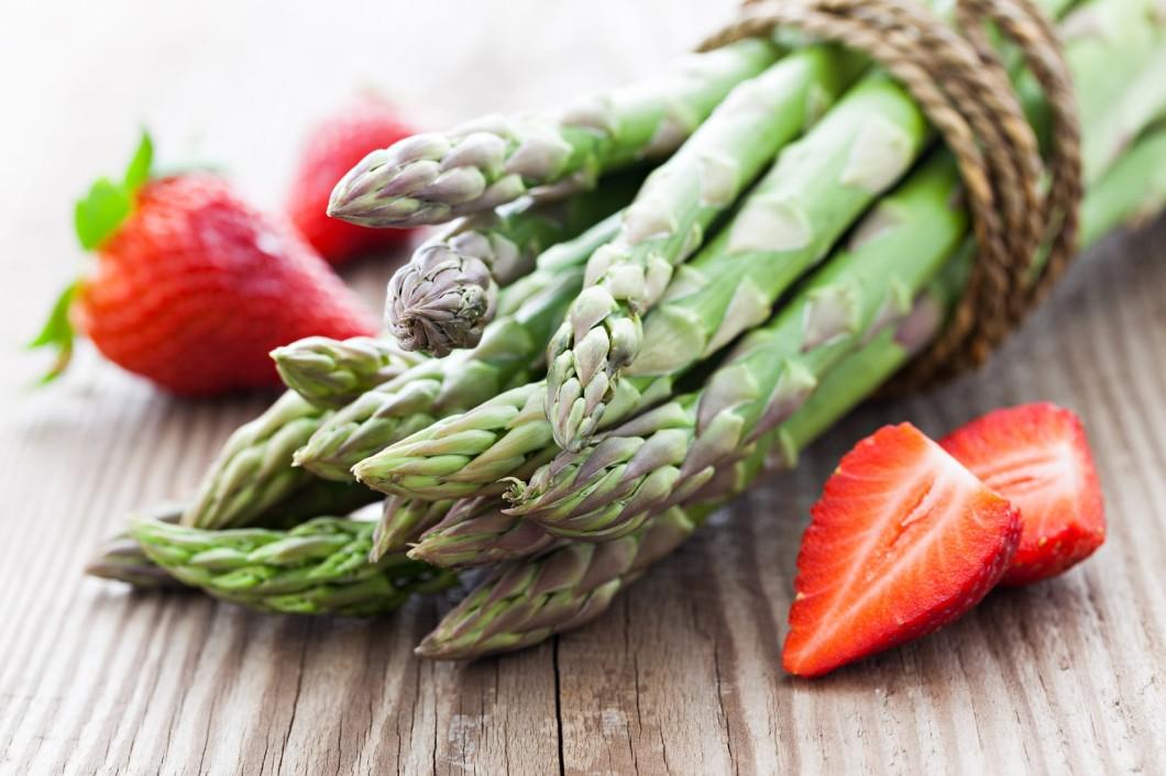 Szparagi, botwina, rabarbar – warzywa sezonowe