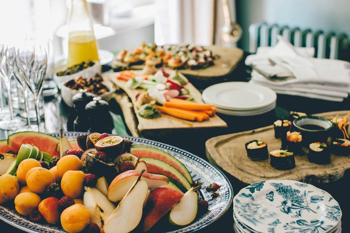 Przeczytaj nasz wpis i dowiedz się, jak zachować zdrową dietę na wakacjach