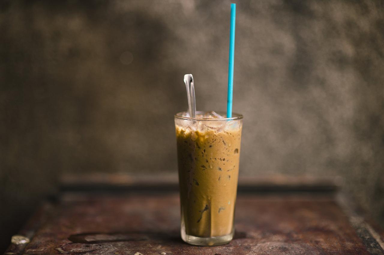 Przepis na czekoladowy koktajl fit. Zdrowe smoothie czekoladowo – bananowe