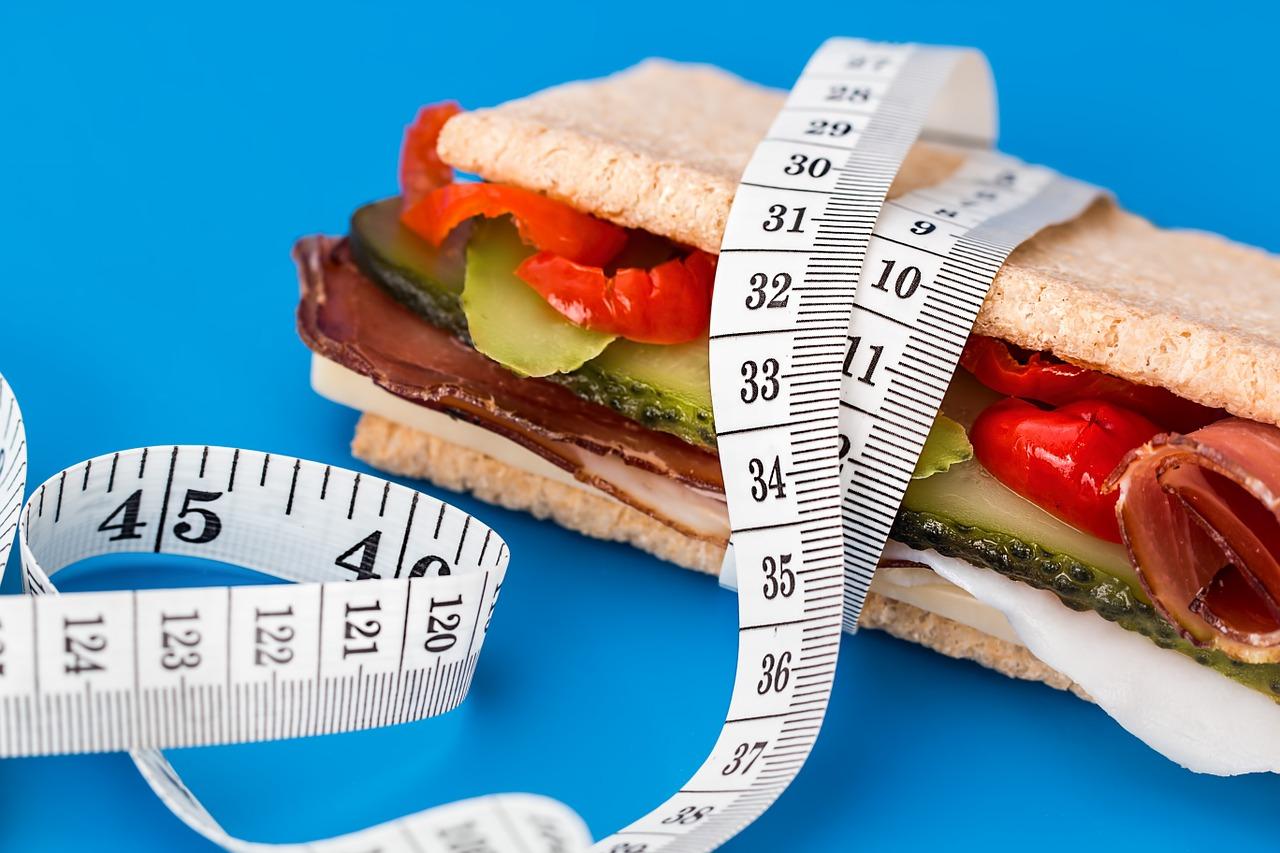 Ile kalorii powinieneś spożywać aby chudnąć