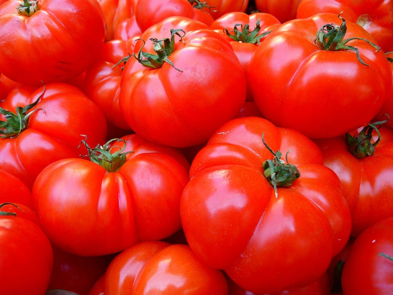 Pomidory, dlaczego warto jest je spożywać?