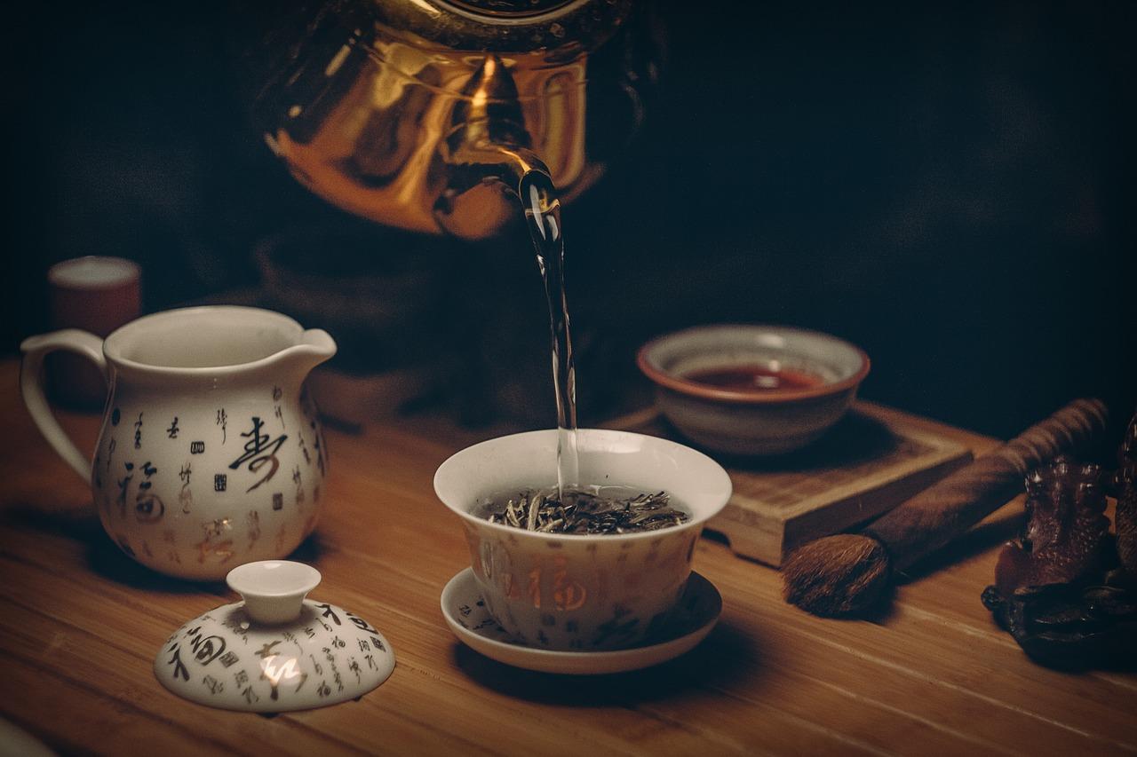 Zalety i wady zielonej herbaty. Kiedy zachować ostrożność?